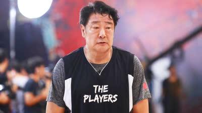 李玉林李克父子上阵父子兵 职业球员花式传球炫花眼