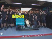 F1新加坡站FP1:车队为罗斯伯格庆祝第200场