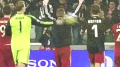 【花絮】意大利一神引德国群星追捧 诺伊尔曾为其球衣怒砸穆勒