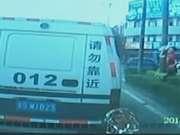 《第一时间》20161204:男子追砸运钞车被击毙案件 案发过程完整版视频首曝光