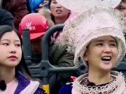 《非常驾期》20161210:何洁带队体验苗族文化 华裔少年学习打糍粑