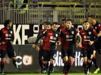 意甲-米兰旧将破门 卡利亚里连追3球4-3逆转萨索洛