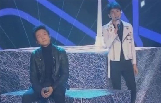 王源邓超合作《天黑黑》