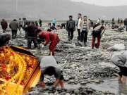 江边挖出金银首饰遭人疯抢,专家赶到估算江底的金银器能装一卡车
