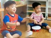 范玮琪两儿子上音乐课 敲铃鼓玩拼图模样呆萌可爱