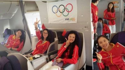 直击中国女排载誉归国