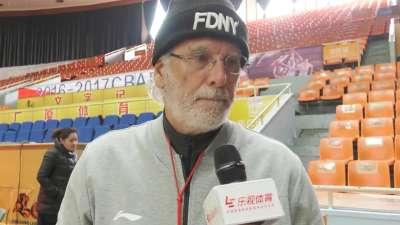 广厦外籍顾问:球队稳定性提高 得篮板者得天下