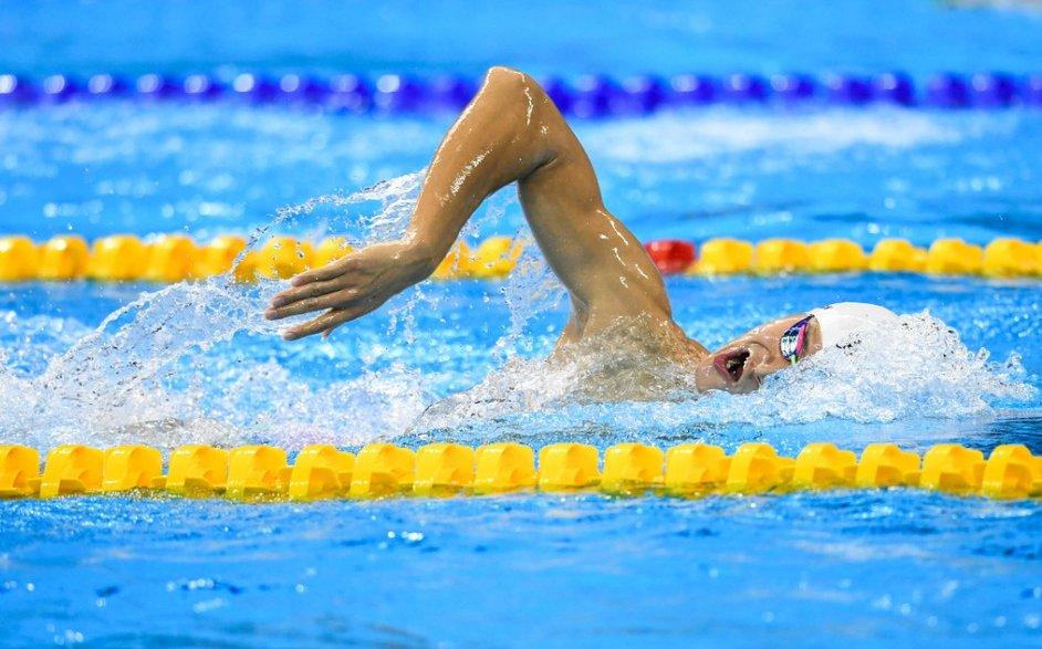 游泳比赛中,各种泳姿分别是如何转身的?图片
