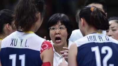 """港媒:中国女排""""绝地反击""""晋级4强 郎平激动哭了"""