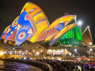 """悉尼歌剧院演绎""""光影传奇"""""""