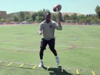 橄榄球身体训练课 脚步格接球训练模拟真实场景