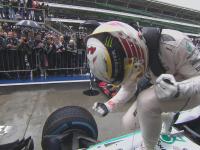 F1巴西站正赛:汉密尔顿庆祝个人首个巴西站冠军