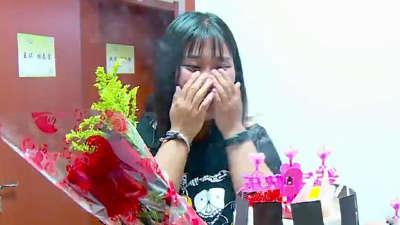 胖友团展开团队接力赛 众人为王琪送生日惊喜