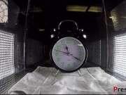 另类实验:把闹钟放在真空环境下还会响起闹铃吗?