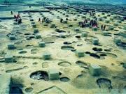 农民一锄头刨出100多古墓,挖出的东西震动全国,说神仙曾住过
