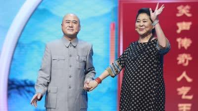 倪萍重返综艺舞台依旧煽情 方清平嫌弃情人又老又没腰