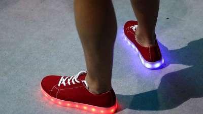 白岩松盼巴西不使用贝利 调侃英国发光鞋能团购吗