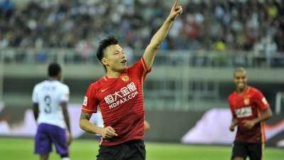 中超-恒大4-0泰达重回榜首 郜林2射1传阿兰首球