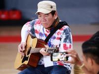 赵传现场点歌吉他弹唱