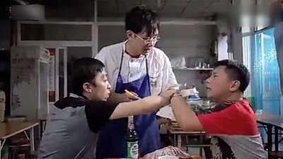 顾客吃饭争着付款 大鹏居然被两二货耍了!