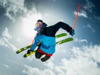 极限滑雪穿行冰雪沟壑之间 与阿尔卑斯山共呼吸
