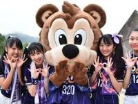 广岛三箭吉祥物当选最佳人气奖 桑切熊与小萝莉合体跳萌舞
