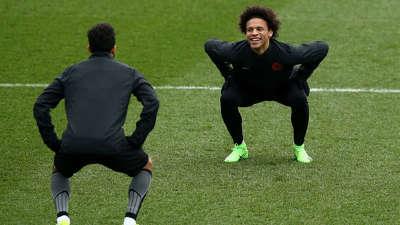 【训练】尴尬了! 曼城备战摩纳哥克里希穿裆球戏耍萨内