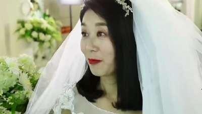56岁妈妈长发及地12年
