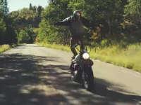 创意摩托车骑行 穿过森林带你去看小溪水
