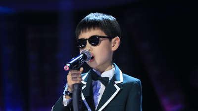 盲童唱出动人天籁