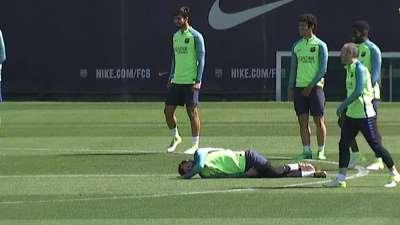 梅西铲球失败倒地碰瓷 球王无底线行径反造全队胖揍