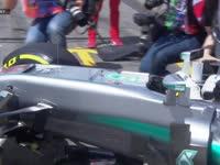 F1德国站FP2:汉密尔顿出P房撞到摄影师
