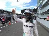 F1德国站排位赛Q3:赛后前三合影 Nico摆拍