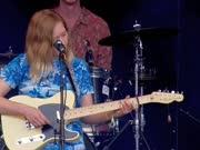 朴实民谣女声Julia Jacklin:2017英国格拉斯顿伯里音乐节(Glastonbury Festival G节)