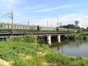 现场实拍:宿州火车站,西安开往上海的Z251次火车快速通过