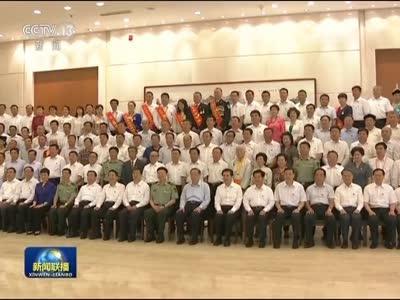 [视频]俞正声率中央代表团一分团在呼和浩特看望各族干部群众
