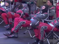 勒芒24小时耐力赛:席地而睡的车队技师们