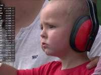 F1德国站FP1:古铁雷兹羞涩坐控制台 超萌宝宝看台抢镜