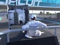 F1阿布扎比站赛前车手巡游:汉密尔顿独坐车手思考人生