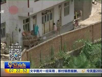 [视频]3岁女童被看家犬撕咬 浑身是伤
