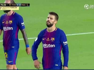 [视频]C罗霸气一幕怼梅西!他诺坎普翻版晒球衣庆祝