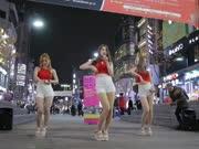 美女乐团街头劲歌热舞,红衣白短裙秀出好身材!