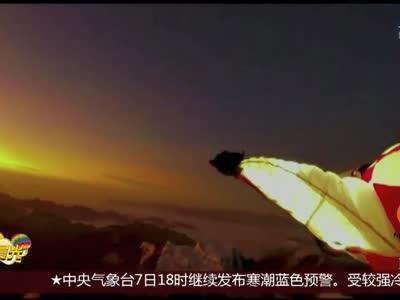 [视频]法国:夜空飞行 好似流星