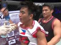 菲律宾小将上位压制 强势裸绞TKO对手
