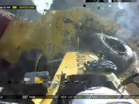 F1比利时站正赛 马格努森超级大撞车摧毁轮胎墙