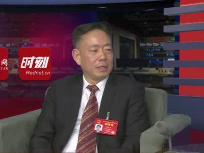 全国人大代表刘德辉:提倡每周少坐三天车