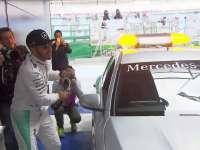 小汉逃生成功!F1澳大利亚站汉密尔顿排位赛后巡游