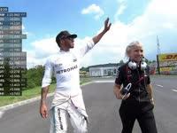 二练提前结束:F1匈牙利站汉密尔顿撞车后走出维修区