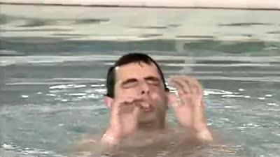回味憨豆经典时刻 跳水台上丑态百出