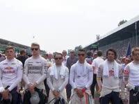 F1意大利站正赛前:为意大利地震遇难民众默哀